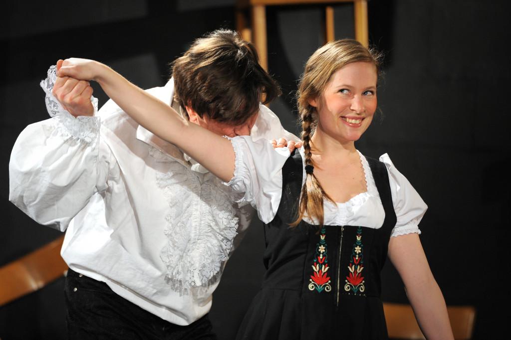 Reportage über die Generalprobe der Abschluss-Inszenierung der Klassen der Akademie Off-Theater nrw auf der RÜ-BÜHNE in Essen am 6.3.2013